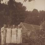 Andre-Moulinier,-Monique-Gueguen,-Madeleine-et-Mimi-Gueguen-vers-1925,-Copyright-Archives-du-Catalogue-raisonne-Maurice-Denis
