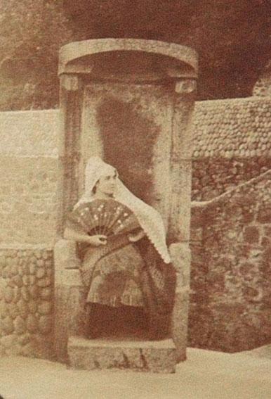 Madeleine-a-l'eventail-vers-1925,-chez-ses-amis-Roussi,-Villa-Lann-Gueuc,-Copyright-Archives-du-Catalogue-raisonne-Maurice-Denis